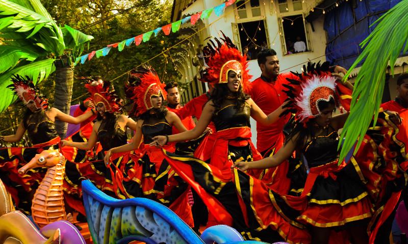 Red tube carnaval